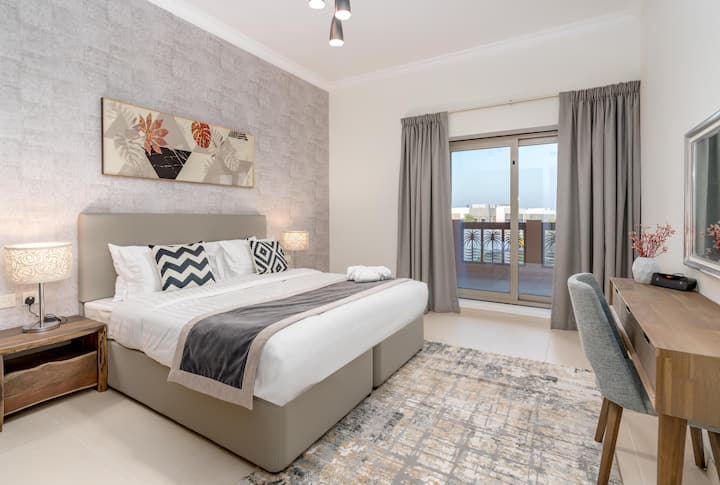 Modern 1BR Suite. Private Beach,Pool, Gym, Parking