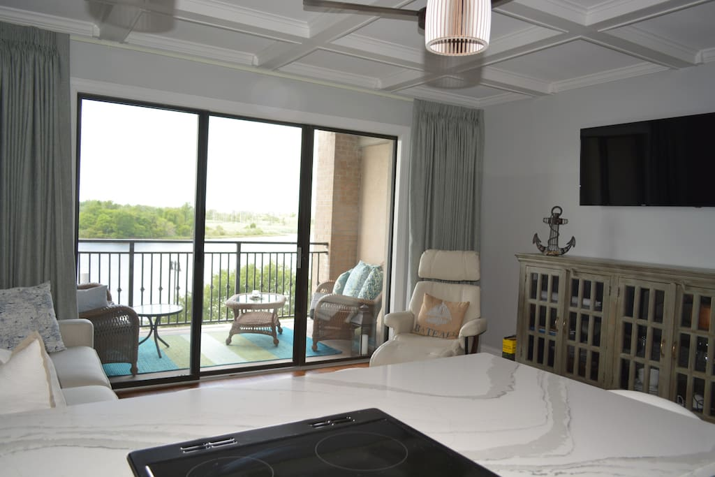 Beautiful modern riverfront downtown condo appartements for Canape wilmington