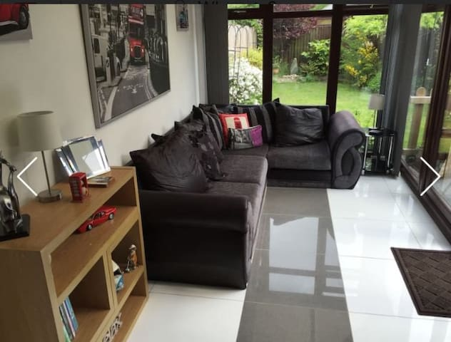 Single room in cul-de-sac near Wakefield centre - Wakefield