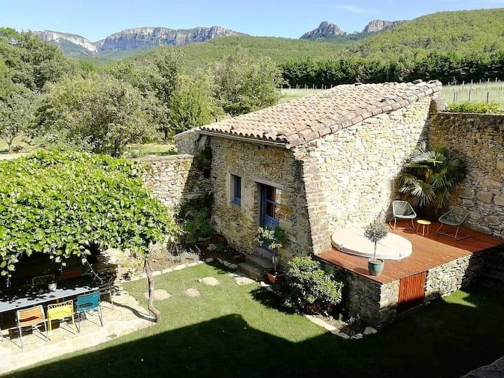 Gîte en Drôme provençale, chambre d'hôte Feu