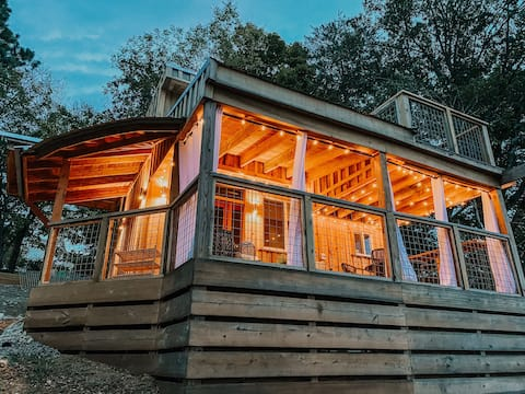 Little River Tiny House * roof top deck*