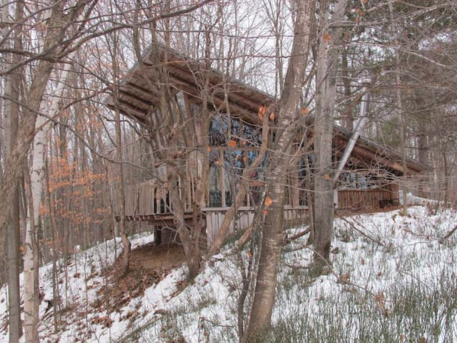 Cabin perched in a unique escarpment.
