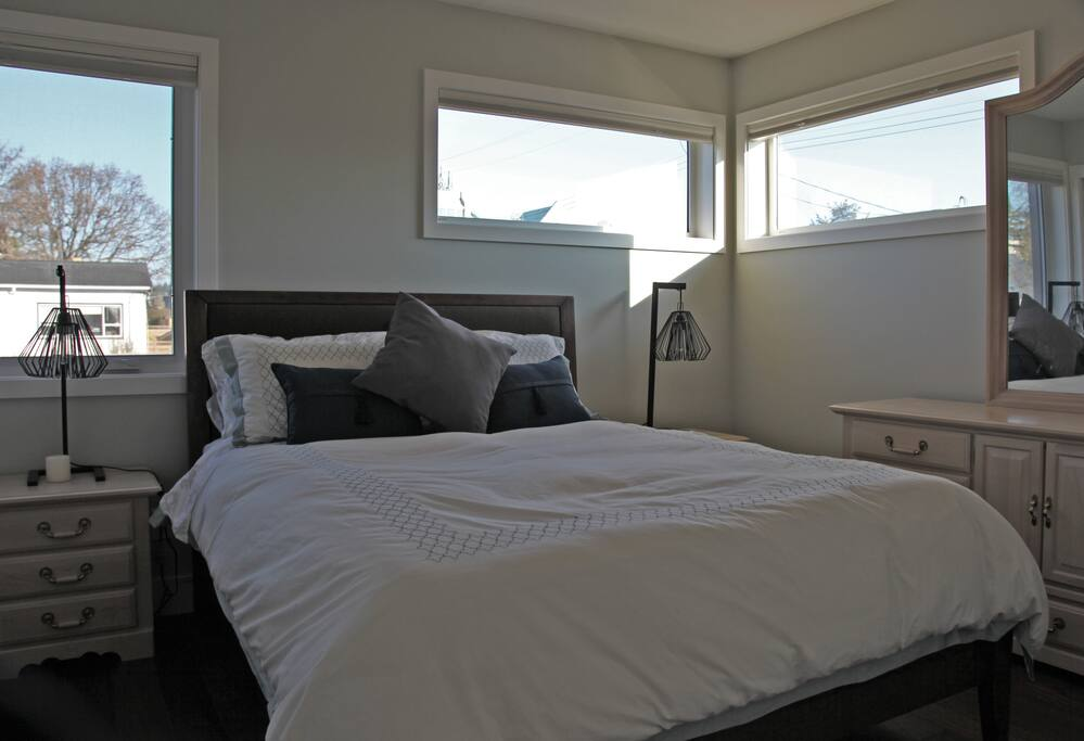Full queen bedroom