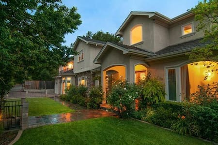 Luxury Property for Rent: Superbowl - Los Gatos - House