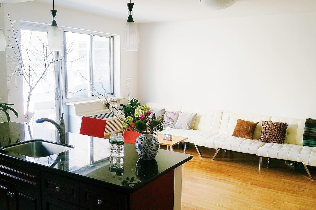 manhattan modern apartment with huge terrace wohnungen. Black Bedroom Furniture Sets. Home Design Ideas