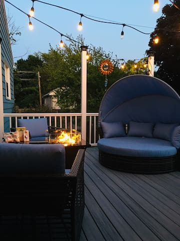 Great big day bed and a fire table to roast marshmellows or keep you warm on cool nights.