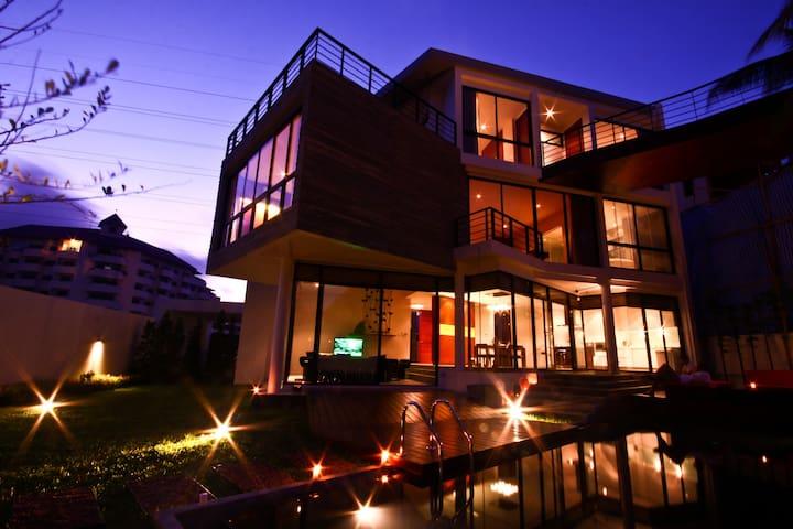 Luxury 3+ Bedroom Golf Pool Villa in Phuket - Kathu