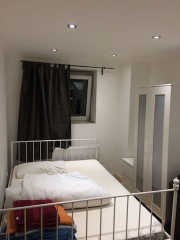 Single room close to Tower Bridge