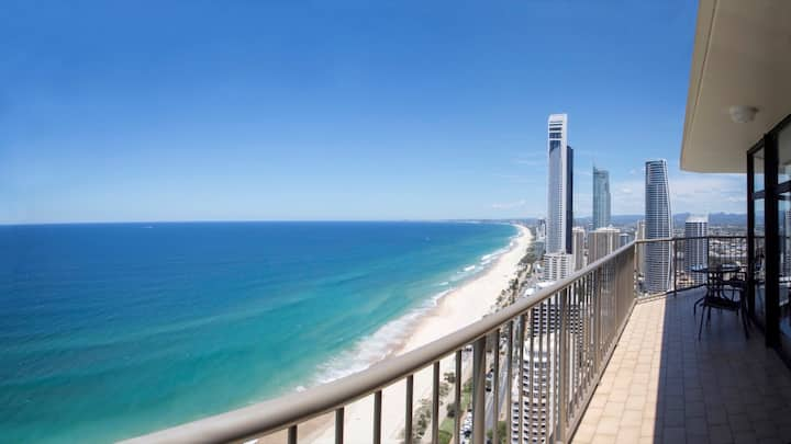 Beachfront Penthouse at Centre of Surfers Paradise