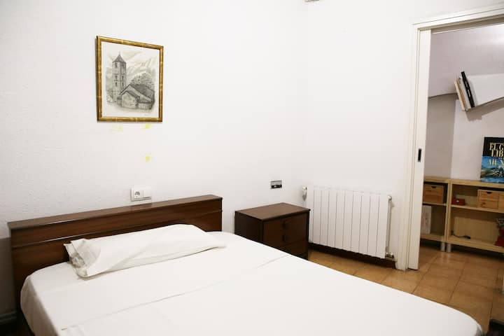 Room available in Collblanc