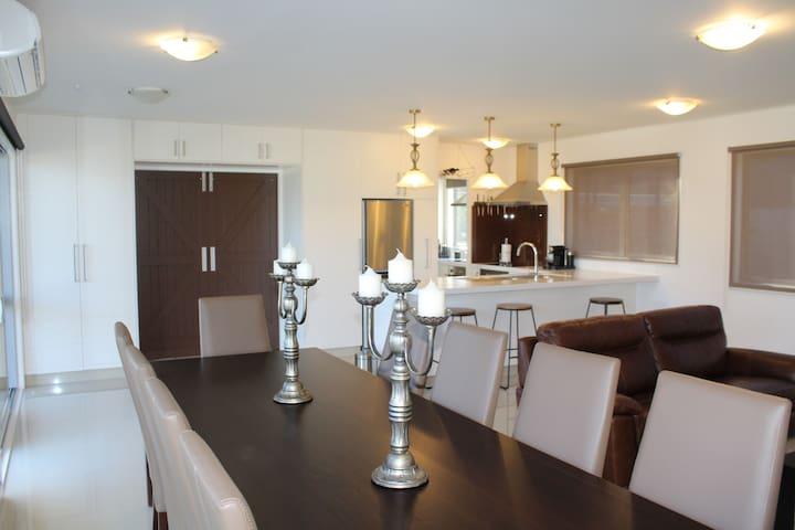 Luxury New Home, Central, Swim Spa, WiFi  & Linen