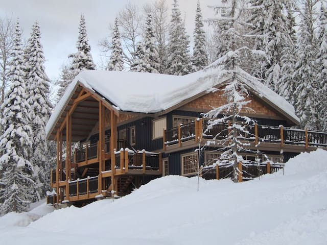 Powder Days 2 Bdrm, Top Floor Mountainside Getaway