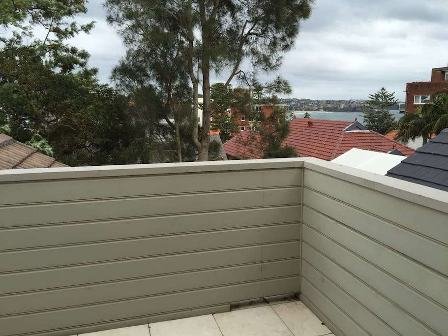 Top floor balcony, views along manly beach