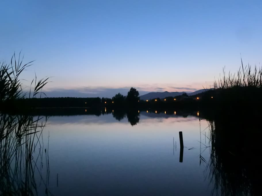 10 minutes away by walk, Pietro Conti's lake, here by night