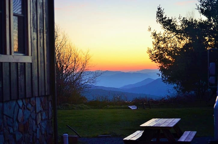B&B Mountaintop Private Suite, Breathtaking VIEWS!