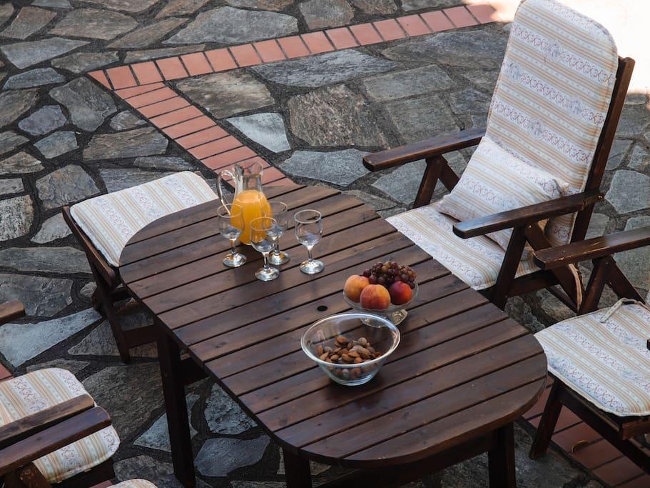 breakfast time / ώρα πρωινού