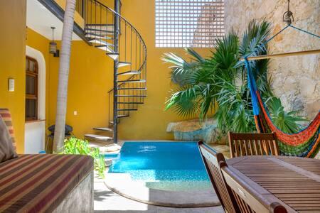 Casa de la Luz  2 BR/BA Heart of Santa Lucia