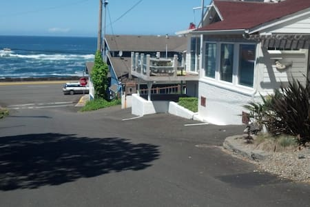 """""""OCEAN VIEW"""" Whale Watch from the deck/Sleeps 10 - Ház"""