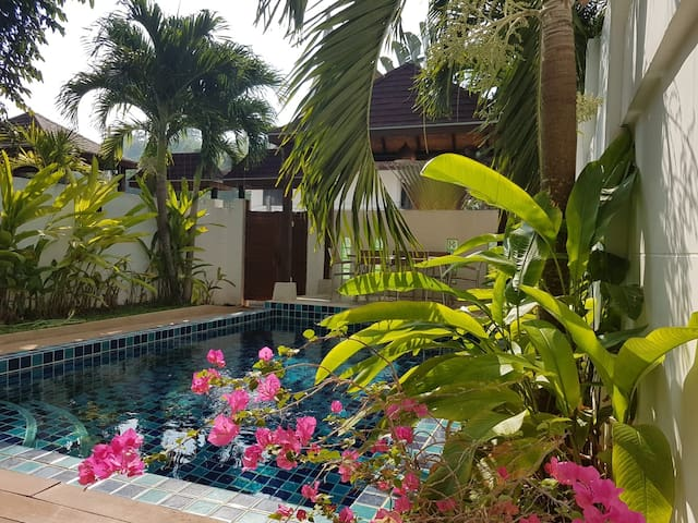 Pool Villa 3 Bedroom close to Kamala Beach 700 m