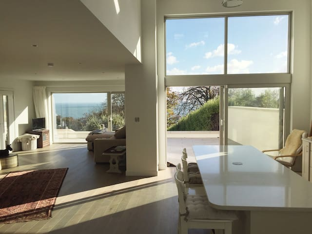 Stunning Sea Views from Refurbished Family Home - Killiney - House