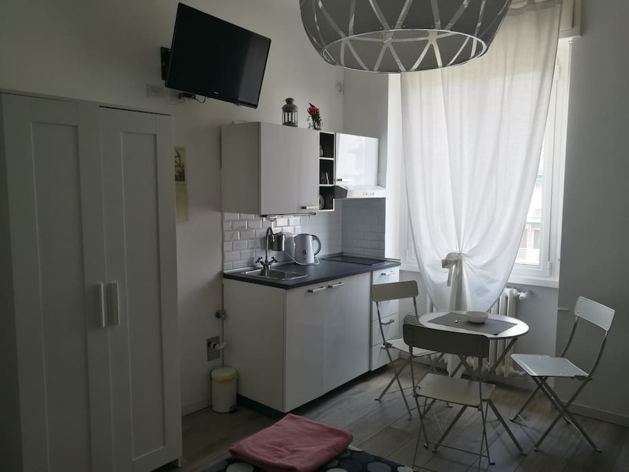 Detail of the kitchen and the dining area.