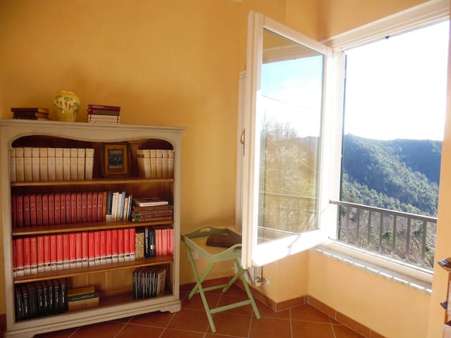 Nature,history and sport in Liguria - Bergassana - House