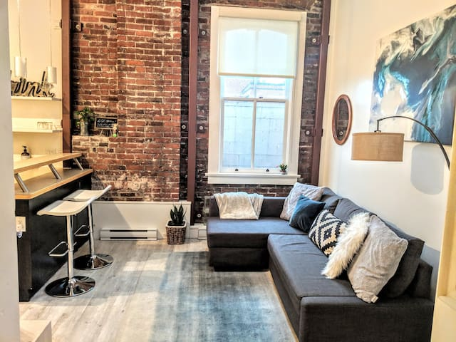 Heart of Downtown in a Heritage loft