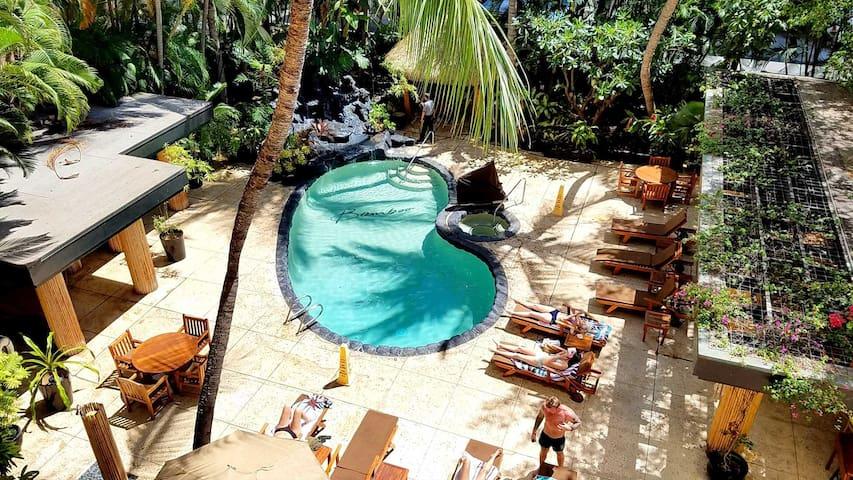 Beautiful Condo in Bamboo Hotel - Honolulu - Flat