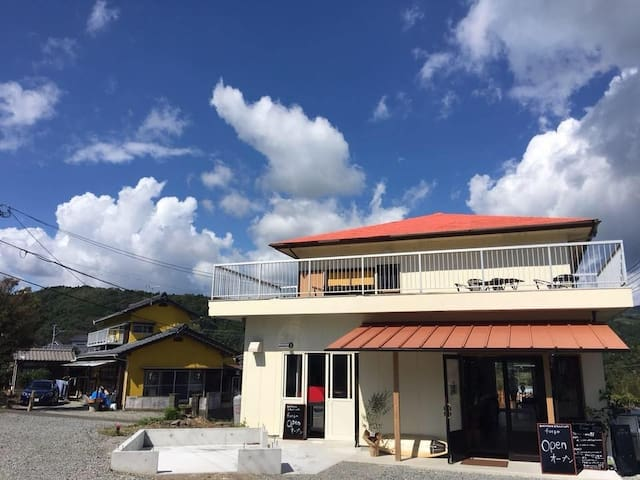 Guesthouse&Beach cafe fuego[ツインルーム テラス付き]海まで徒歩3分!