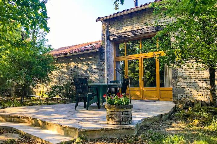 Pittoresca casa vacanze con giardino a Ranville-Breuilaud
