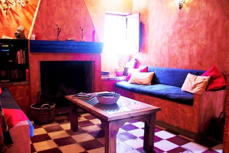 Traditional village house w patio - Albuñuelas