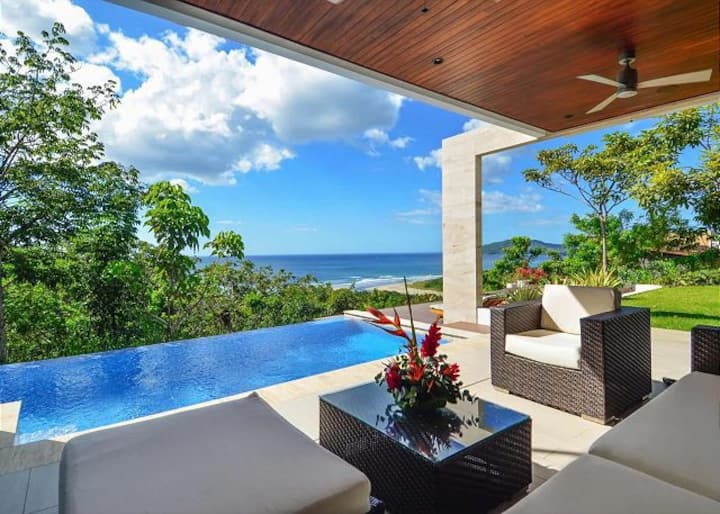 Spectacular Home with Infinity Pool Overlooking the Ocean!