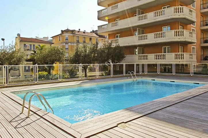 APARTMENT NEAR SEA - PARKING - POOL - 511