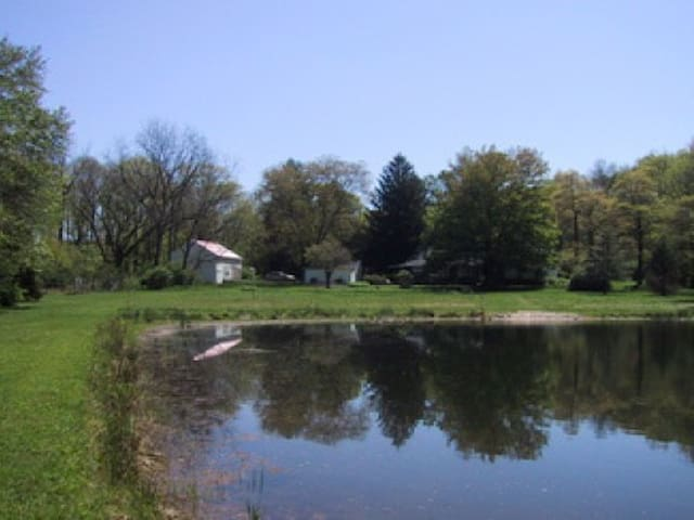 Upper Bucks County (PA) wooded retreat