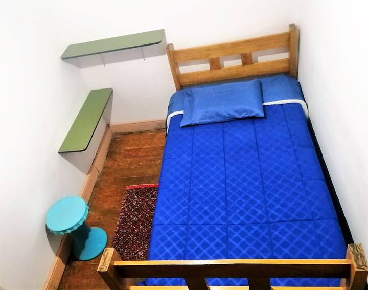 Habitación Simple privada con baño afuera