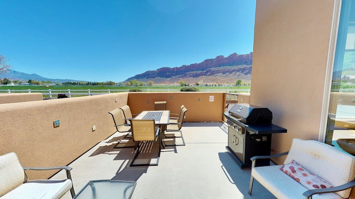 Base Camp ~ K2, Stunning Views, Beautifully Decorated, Spacious. Your Moab Getaway Home! - Base Camp ~ K2