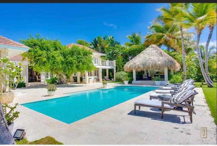 Elegant Villa with unique taste