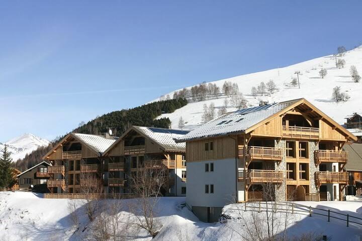 Appartement Confortable à 500m des Commerces | Au Pied des Pistes + Local à Skis