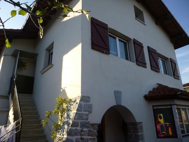 Apartamento en villa-caserio L SS 0037