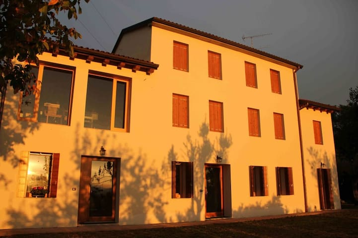 Ca' del Ciliegio B&B - Sarmede, TV - Bed & Breakfast