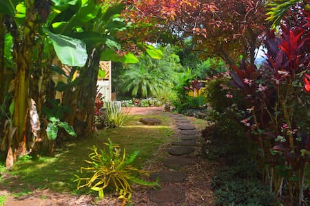 BanyanTree BedandBreakfast Retreat - Makawao