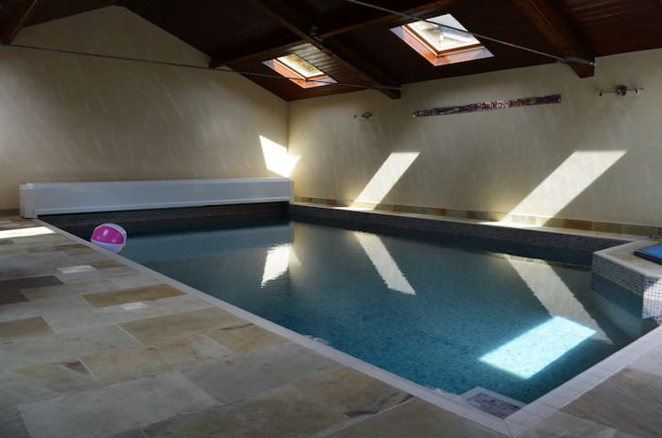 Amazing family retreat with indoor pool & hot tub - Liversedge - Talo