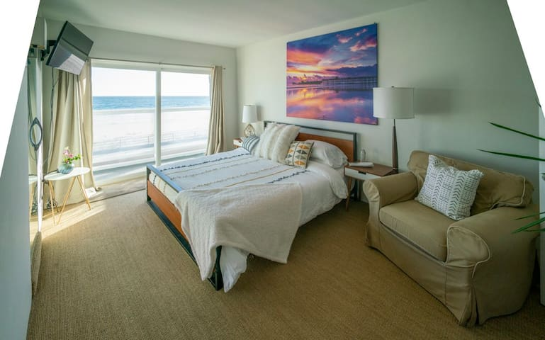 Master suite with private 1/2 bath