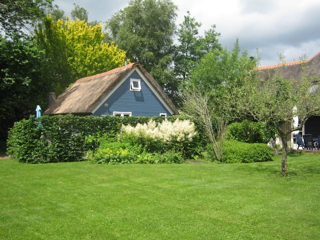 Giethoorn,Welkom in ons Blauwe huis - ヒートホールン (Giethoorn) - アパート