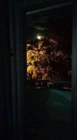visão da sacada em um noite de luar!!
