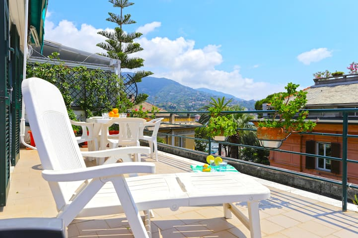 Colombo - petite penthouse close to beaches - WiFi - Rapallo - Apartment