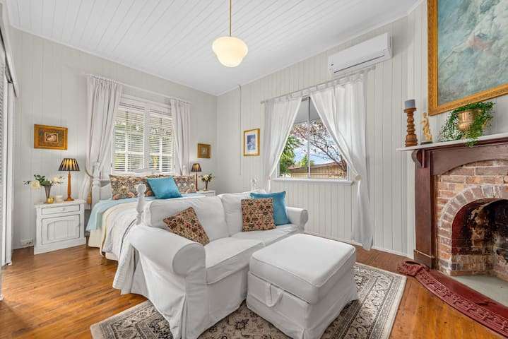 Beautiful Master Bedroom with sitting area Luxurious Master Bedrhttps://a0.muscache.com/im/pictures/55ad6cb7-8f7f-4f9f-9d06-352efeb62a9f.jpg?aki_policy=x_mediumoom
