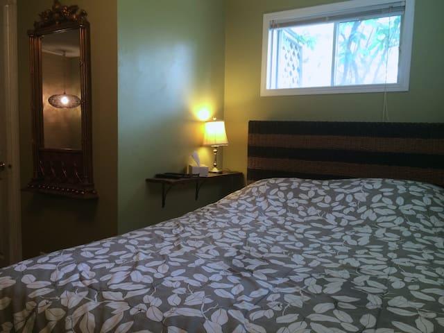 Joli Propre Appartement Cute Clean Apartment!!