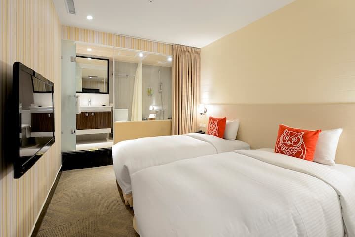 Enjoy Taipei in a Charming, Sunny Twin Room