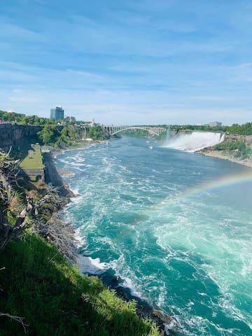 Private room w/ shared common area Niagara Falls